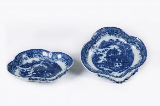 10162 - Early 19th Century English Pair of Blue and White Porcelain Willow Pattern Heart Shaped Dishes