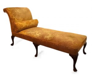 19th Century Mahogany Daybed with Shell Carved Cabriole Legs